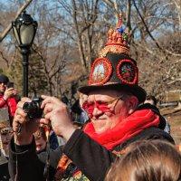 Масленица в Центральном парке Нью-Йорка - ну и шляпа! :: Олег Чемоданов
