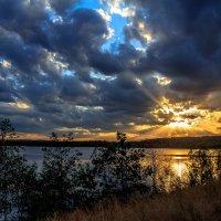 закат на озере :: Василий Иваненко