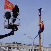 Лазанье на ледяной столб :: Наталия Григорьева