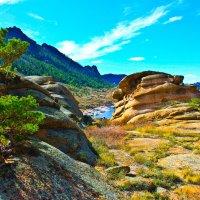 Тропинка среди каменных истуканов к озеру Тарайгыр. :: Штрек Надежда