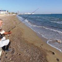 Рыбалка...на пляже :: Наталья Ильина