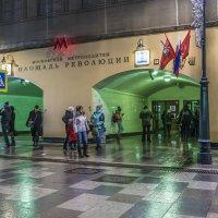Вход в метро пл. Революции :: Виктор Тараканов