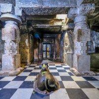 в одном из залов 1600 храмов в г. Хампи :: Георгий А