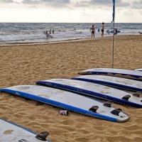 Доски отдыхают, в ожидании серферов... :: Alex