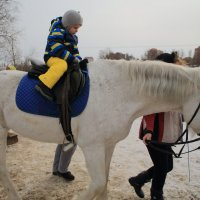 Первый раз на лошадке. :: Павел