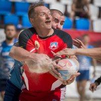 Борьба за мяч :: Николай Галкин