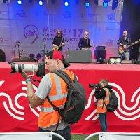 кто отвлек фотографов :: Олег Лукьянов