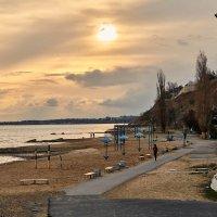 Вечер. Центральный пляж. :: Константин Бобинский