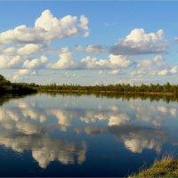 Облака купаются в реке :: Геннадий Худолеев