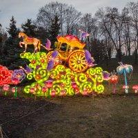 Выставка китаяских фонарей. Золотая карета. :: Андрей Нибылица