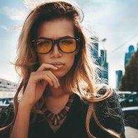 Looking through glasses :: Morris Fayman