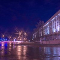 Улица Ленина,  справа белый дом,  слева заправка. :: Михаил Полыгалов