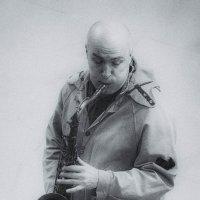 Музыкант в переходе :: Владимир Дземитко