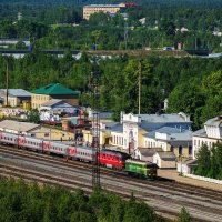 Вокзал Ухты в обрамлении северной тайги, отсюда привык я уезжать на юг) :: Николай Зиновьев