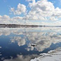 Весна, Волга, ледоход :: Николай Белавин