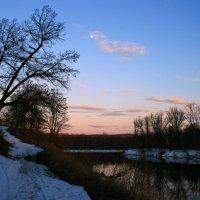 Последний снег весны - седой зимы усталость... :: Евгений Юрков