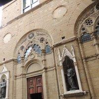 Вход в церковь Орсанмикеле :: Гала