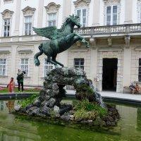 Фонтан, посвященный крылатому богу вдохновения Пегасу :: Лидия Бусурина