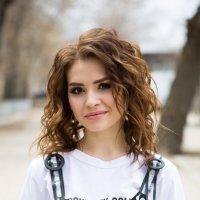 Девушка на улице :: Valentina Zaytseva