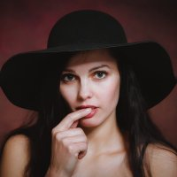 Виорика в шляпке :: Роман