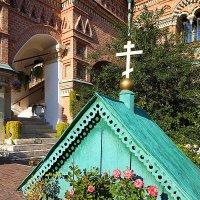 уютные дворики храмов :: Олег Лукьянов