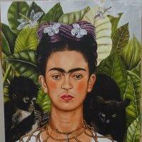 На выставке мексиканской художницы Фриды Кало. Автопортрет :: татьяна