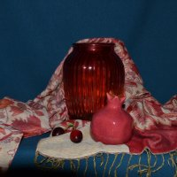 Натюрморт с красной вазой :: Александра