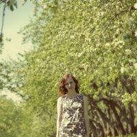 Девушка в яблоневом саду :: Нина Кулагина