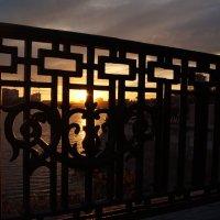 ограда мостовой на закате :: Данил Матвеев