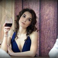 красавица-а и вино-о :: Олег Лукьянов