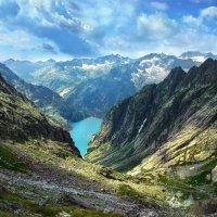а горы уходят под самые тучи :: Elena Wymann