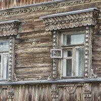Просто дома, просто окна... :: Людмила Волдыкова