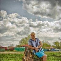 Тучи встали над деревней :: Василий Бобылёв