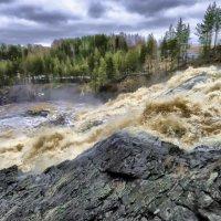 спуск воды после открывшейся плотины :: Георгий А