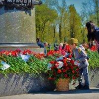 Цветы для Жукова!С Великим Днём Победы,Друзья! :: Sergey Gordoff