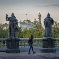 Меж двух патриархов. :: Николай Галкин