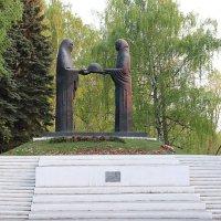 Мемориал «Память» («Скорбящие матери») :: Татьяна Котельникова