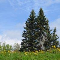 Великие Луки  12 мая 2019... Памятник Александру Матросову (фрагмент) :: Владимир Павлов