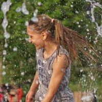 Девочка в фонтане :: Valeriy(Валерий) Сергиенко