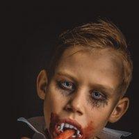 Юный вампир :: Сергей Ершов