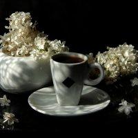 Чашечку кофе, под запах сирени... :: ЛЮБОВЬ ВИТТ