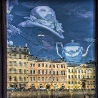 Витрина антикварного магазина на набережной реки Фонтанки. Санкт-Петербург :: Игорь Свет