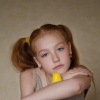 Девочка с тюльпанами :: Марина Климович