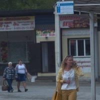 Жанровый портрет модницы на фоне... :: Михаил Полыгалов