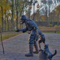 Скульптура рыбак в сквере.Серпухов. :: Александра