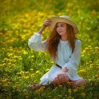 Лужайка одуванчиков и красивая девушка :: Евгений MWL Photo