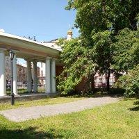 В садике при Казачьей церкви. (Санкт-Петербург). :: Светлана Калмыкова