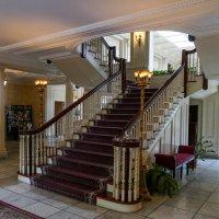 Дом-музей Дж.Истмана, лестница на 2-й этаж... :: Юрий Поляков