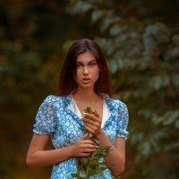 Девушка, травинка и тропинка :: Евгений MWL Photo
