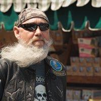 Борода моя седая, а ты не вейся на ветру ... :: Олег Чемоданов
